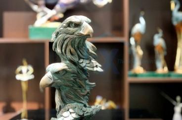 Decor bằng đồng X HOME Hà Nội Hồ Chí Minh Đầu đại bàng màu xanh ngọc
